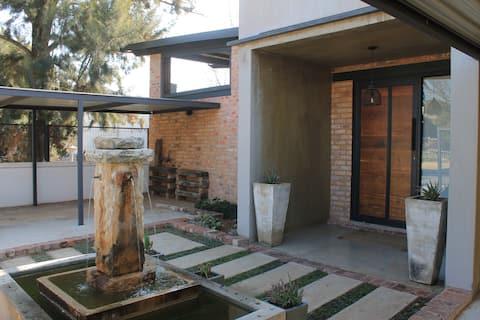 Modern 2 Bedroom Riverside Destination Guesthouse