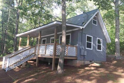NEW LISTING: Cozy cabin on Lake Hartwell