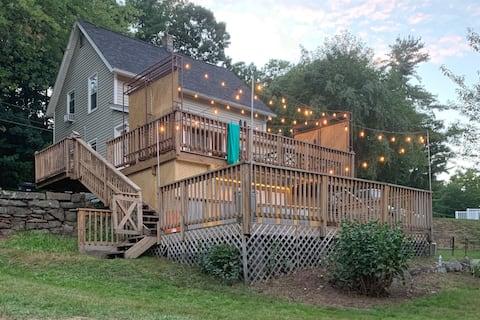 Cozy 3-bed modern farmhouse with spacious yard