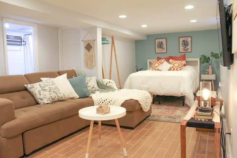 New Modern Lower-Level Studio-20 Min to Manhattan