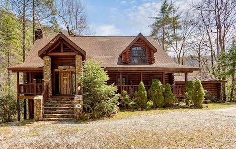 *NEW* Modern Rustic True Log Lodge with Bold Creek