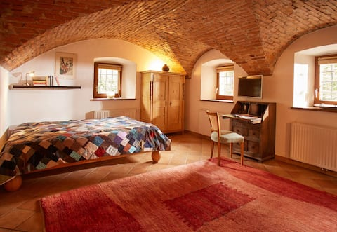 2 lovely rooms in old town house