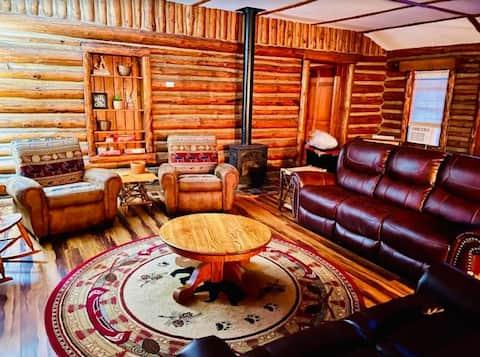 Cozy Large Lakeside Cabin! Near West & Lake George