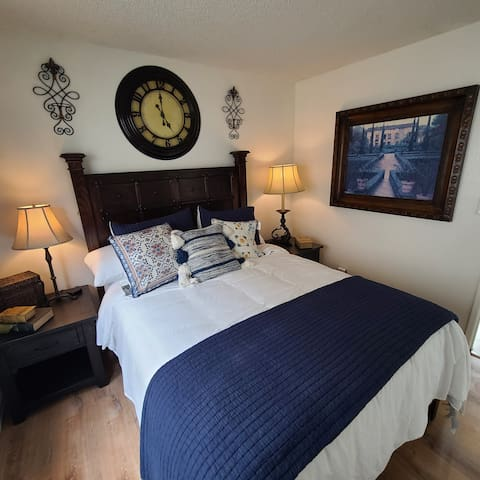 Feel like you are in the heart of Spain in a masculine style decorated Blue Room with queen sized bed and very cool Spanish art and of course a  Luxury beds and pillows.