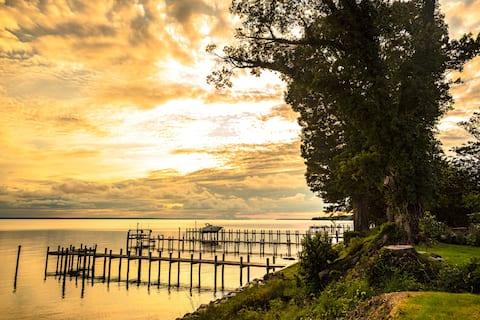White Point Cottage -- Quiet Waterfront Getaway