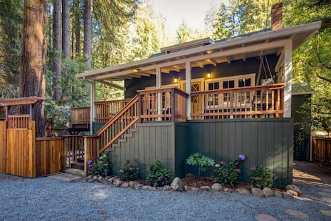 *NEW* River Cottage Amongst the Redwoods (Hottub)