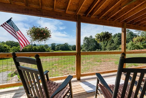 Sun Meadow Cottage: 10 minutes to Pisgah & DuPont