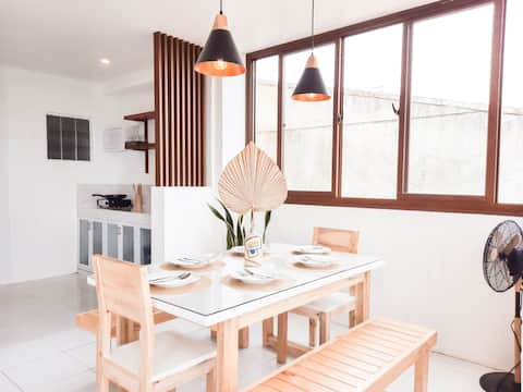 Modern Tropical 2BR with Taal View for Big Family