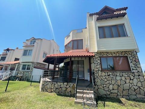 Luxury Villa in Compound, 20 minutes to Adrasan