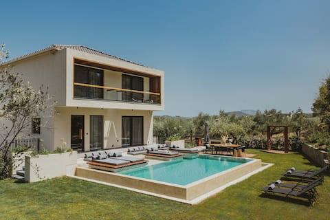 Sentiero Iconic Villa, a Serene Retreat