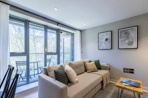 Lovely 3-bedroom serviced apartment with balcony
