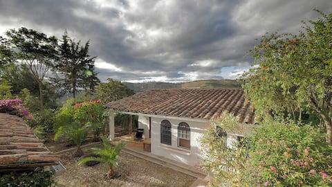 Hermosa casa de adobe con patio en Cahuasqui