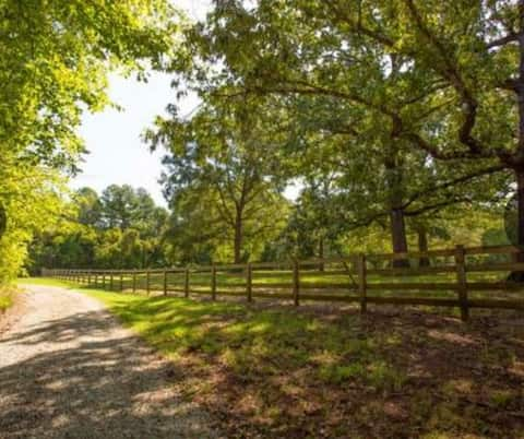 Beautiful Farm stay 2 beds, 2 baths with office