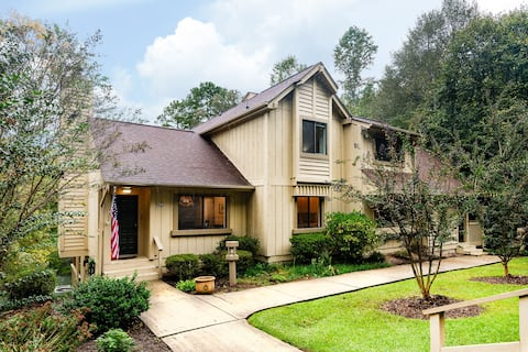 Keowee Key Townhome 12 miles from Clemson!