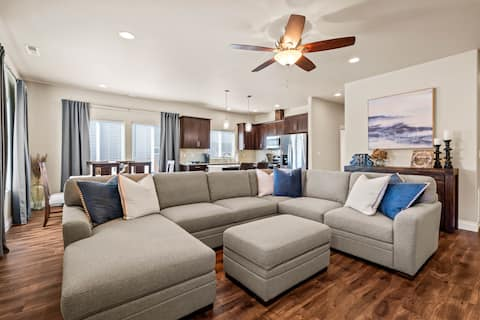 Beautiful 3-bedroom residential condo with garage