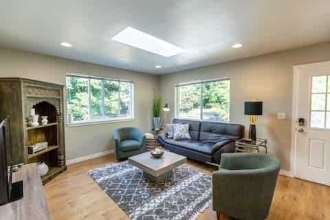 Kirkland's Hidden Gem - a Modern 2 Bedroom Abode