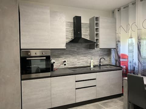 Grey Apartment Valenza con balcone, parcheggio