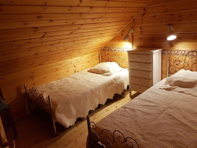 une chambre a trois lits (un cocon)