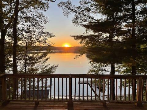Nichols Lake Sunset Cottage