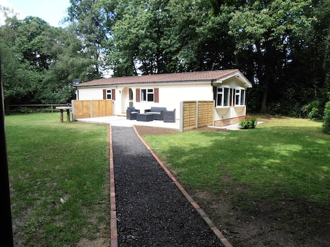 Delightful 3 bedroom chalet in its own grounds