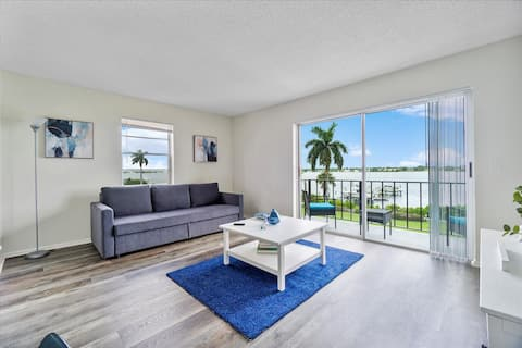 WaterFront 1Br Apartment 5min Palm Beach & Airport