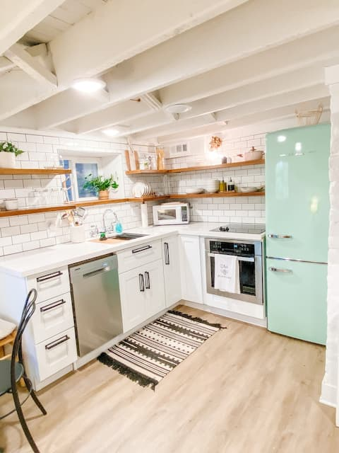 Newly Renovated Avenues Apartment Home