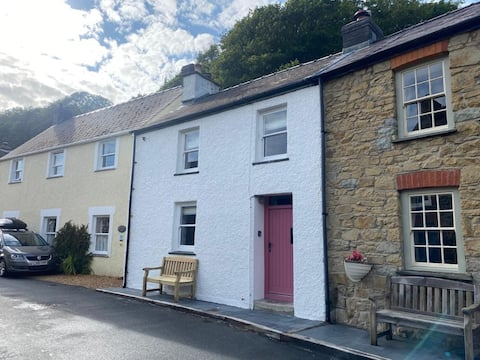Cute and cosy 2 bed cottage in beautiful Solva