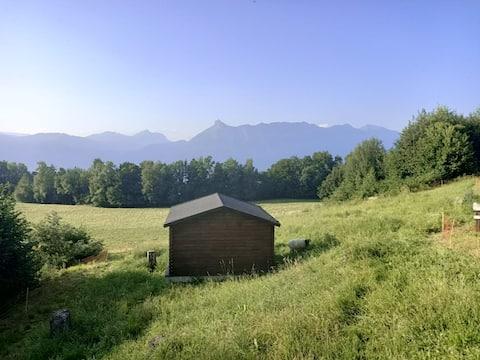 Maisonnette à la campagne avec vue sur les bauges