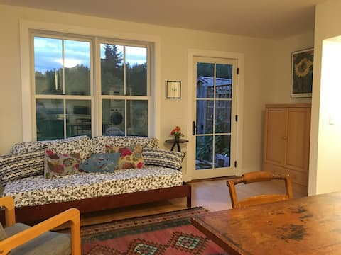 New listing -Beautiful,  1 bedroom guesthouse