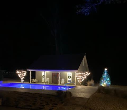 Farmhouse Cottage RESORT STYLE!