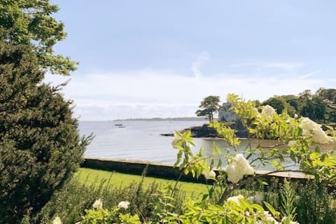 Black Cove Cottage by the Sea