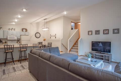 Spacious, Newly Updated Near Skiing & Hospitals