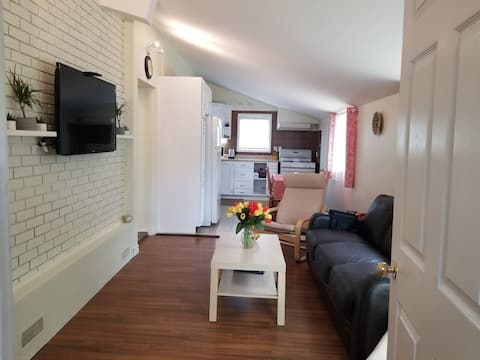 Cheerful 3-bedroom, Private Entrance, Free Parking