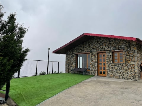 Peaceful 1 bedroom cabin with mountain views