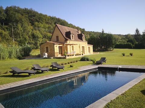 Charmante maison avec piscine privée , Les Eyzies