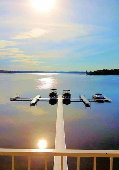 Studio 12 Condo with Dock & Kayaks on Crooked Lake