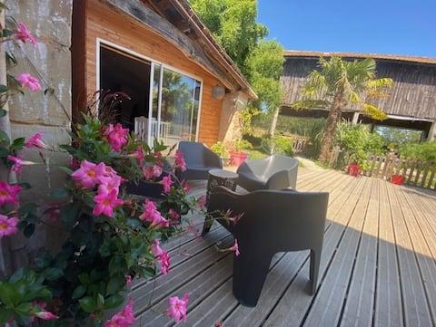 Adorable guest house avec piscine et espace loisir
