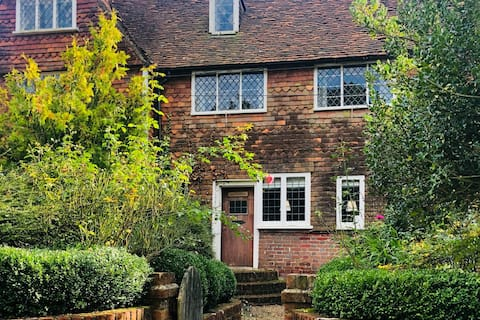 Beautiful 3 Bedroom Countryside Cottage