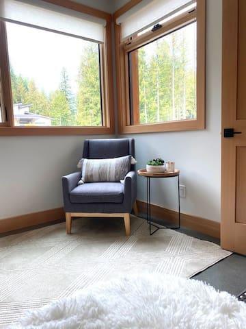 Reading corner in master bed, windows view to Granite Mountain on Red Ski Resort.