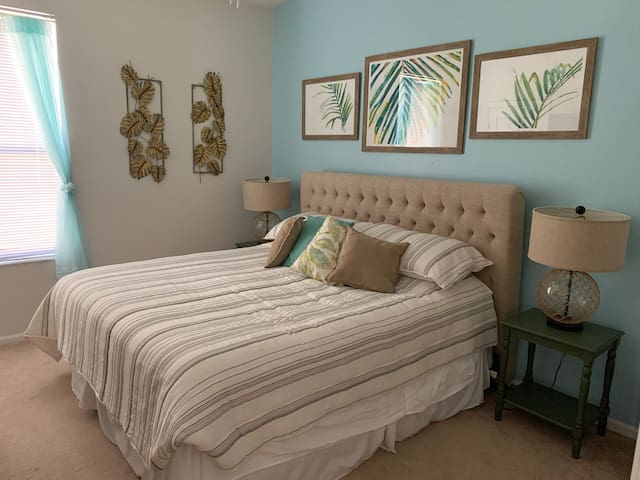 Master bedroom 2 - with king bed