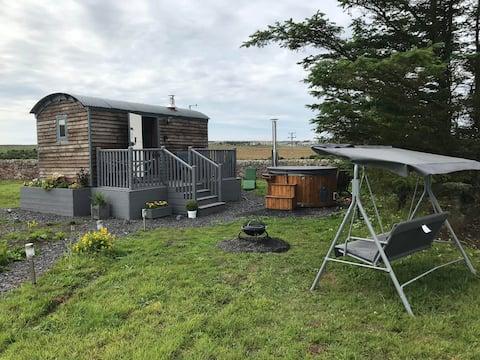 Shepherd hut with hot tub on NC500