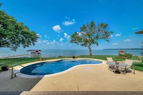 Lakefront 5 BR Oasis /w POOL + Private Dock