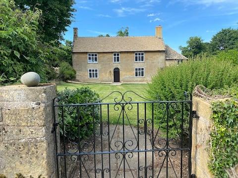 Beautiful Cotswold Farmhouse on a private estate