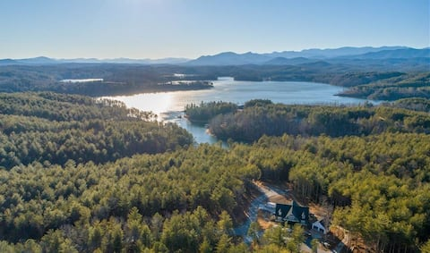 Restful 3 bedroom with Hot Tub at Lake James