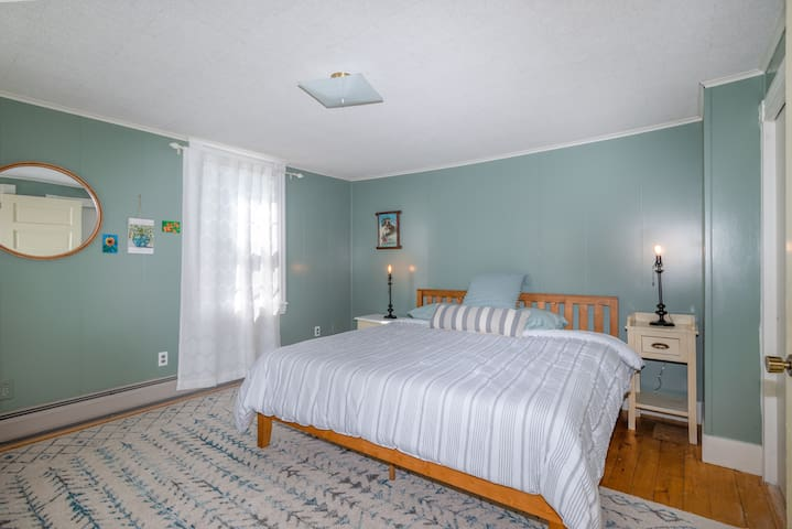 Large bedroom w/King platform bed and great natural light. Large closet.  3 windows, 2 face east, 1 faces south.