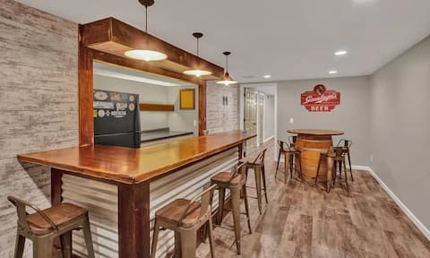 Charming 3-bedroom home with finished basement bar