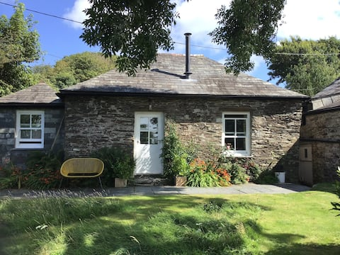 Luxury one bed, en-suite, ' The Old Tractor House'