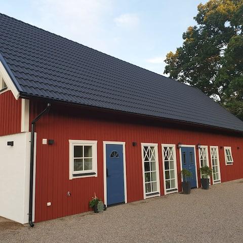 Nybyggt hus i lugn och lantlig miljö