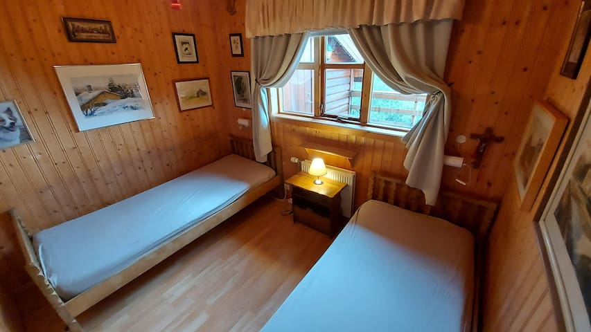 Room 3 with two single beds