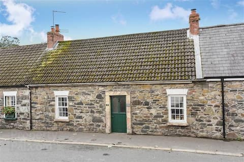 2-Bed Cottage Beside Stunning Abbey Ruins